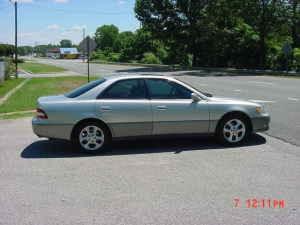 L&M AUTO SALES : 2000 Lexus ES300 (107K) Miles - $7995